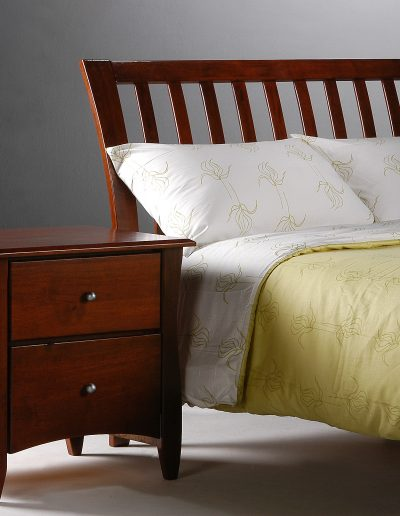 Nutmeg Bed Full Cherry w Clove Nightstand